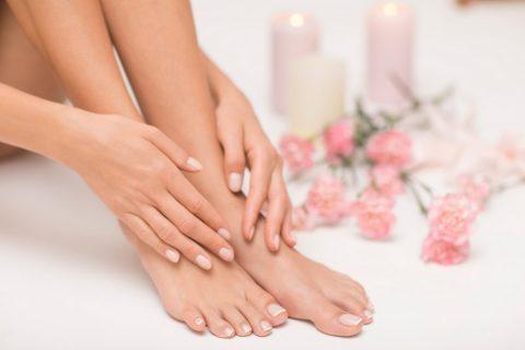 Zoom sur les soins des mains et des pieds